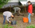 Gartenarbeiten auf dem Schulgelände_5