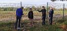 Fast 500m Zaun - gebaut von Schülern, Eltern und Lehrern!_2