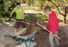 Eltern, Schüler und Lehrer engagieren sich am Mitmachtag der Metropolregion und bauen Kräuterspiralen_3